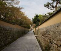 Ancient ways: A path between the walled grounds of houses in Shimonoseki's old samurai district of Chofu, which was once home to revolutionary foment. | PERRIN LINDELAUF