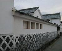 Past continuous: Buildings with  namako-bei  crisscross- pattern walls are frequently seen in the historical areas of Hagi.