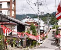 While hot-spring onsen flank the old Nakasendo in Shimosuwa.