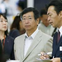 Latecomer: Koji Tsuruoka, Japan's chief negotiator for the TPP talks, leaves Narita airport Monday to attend the latest round in Malaysia. | KYODO