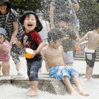 Heat wave marks end of rainy season in Tokyo