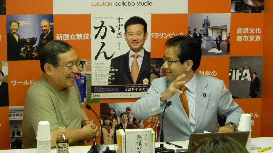 Casting for votes: Kan Suzuki (right), a Democratic Party of Japan member of the Upper House, holds a talk show with business strategist Kenichi Omae at his Net broadcast station Suzu Sta in Shinjuku in May.
