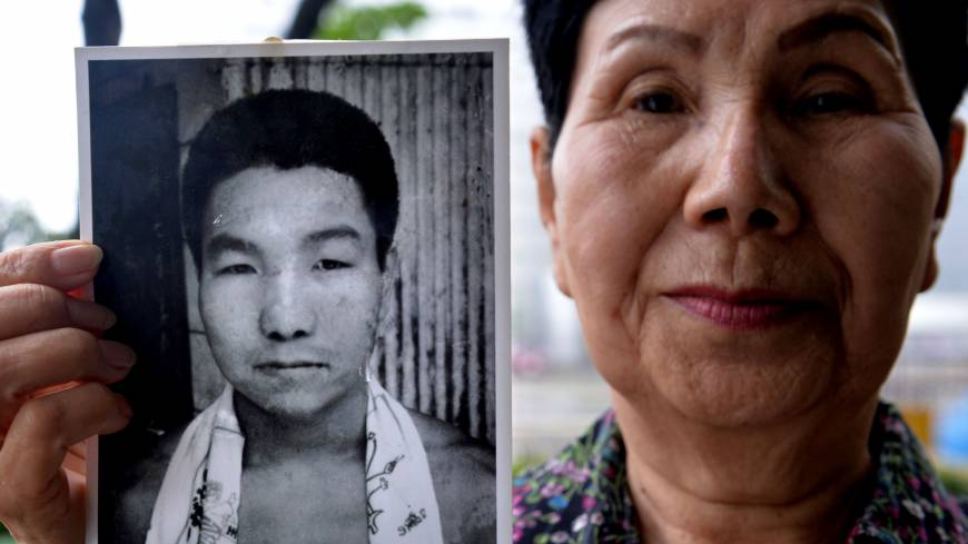 Ordeal unending: Hideko Hakamada, whose younger brother, ex-boxer Iwao Hakamada, has been on death row for 47 years, shows a picture of him during a May 20 interview in Tokyo.