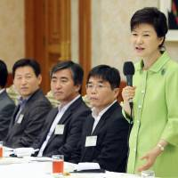 Press for lunch: South Korean President Park Geun-hye speaks at a lunch meeting with editorial staff of various South Korean media in Seoul on Wednesday. | KYODO