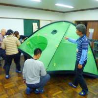 Preparedness: Hikers pitch a tent during a mountaineering class at the Nagano prefectural climbing education center May 29. | KYODO, NAGANO PREFECTURAL POLICE