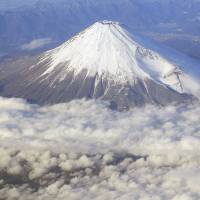 Escape plans in works for Fuji eruption