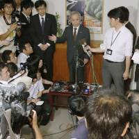 Restart what?: Tokyo Electric Power Co. President Naomi Hirose faces reporters Friday after he met Niigata Gov. Hirohiko Izumida at the prefectural office.  | KYODO