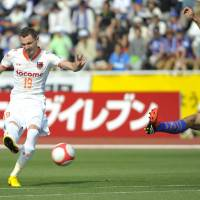 Top gun: Milivoje Novakovic (left) has scored seven J. League goals for leaders Omiya Ardija this season.  | kyodo