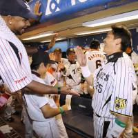 Stars collide: Wladimir Balentien of the Tokyo Yakult Swallows (left) greets Hanshin Tigers first baseman Takahiro Arai, the NPB All-Star Series' Game 2 MVP, on Saturday at Jingu Stadium. | KYODO