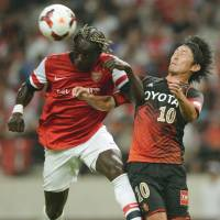 Fire at will: Arsenal's Bacary Sagna (left) heads the ball away from Nagoya's Yoshizumi Ogawa during their exhibition match at Toyota Stadium on Monday. Arsenal won 3-1. | AFP-JIJI