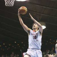 Higher and higher: Kosuke Takeuchi goes to the basket during Japan's 88-61 win over the Philippines at Yoyogi National Gymnasium No. 2 on Sunday. | KYODO