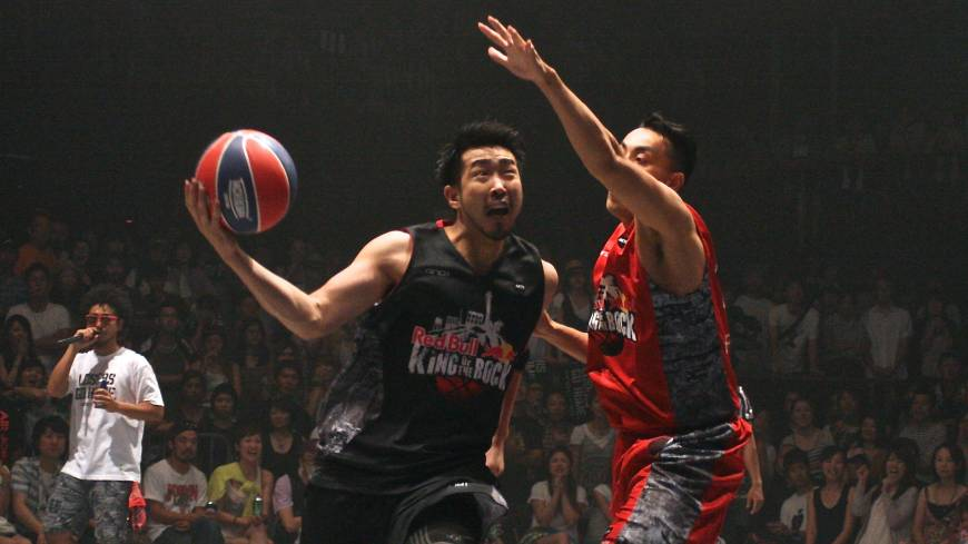 Just you and me: The Red Bull King of the Rock tournament attracted players from many walks of life, such as Yokohama B-Corsairs guard Masayuki Kabaya (left), who reached the semifinal round.