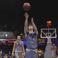 Steady presence: Former Shimane Susanoo Magic star Takumi Ishizaki, seen in a 2011 bj-league game, played the past two seasons for the Chemnitz 99ers in Germany. | YOSHIAKI MIURA