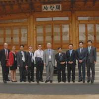 New initiative: Author Robert Whiting (center) poses with other panelists, including Tokyo 2020 Olympic Bid Committee CEO Masato Mizuno (center right), from the recent International Sports Relations Foundation symposium in Seoul. | ISRF