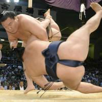 Hakuho moves closer to 26th Emperor's Cup