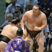 Final drama: Harumafuji forces Hakuho out of the raised ring on the 15th day of the Nagoya Grand Sumo Tournament on Sunday.  | KYODO
