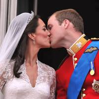 Fairy tale wedding: Britain's Prince William and his wife, Catherine, Duchess of Cambridge, kiss on the balcony of Buckingham Palace in London, following their wedding on April 29, 2011.  | AFP-JIJI