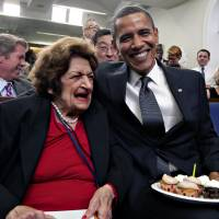 Helen Thomas, 'hero of journalism' and scourge of U.S. presidents, dies at 92