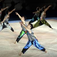 Image-flip for male rhythmic gymnasts