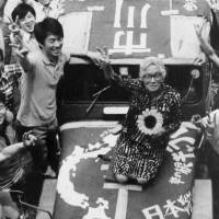 Kan pictured in a Tokyo street in 1974 standing beside social-justice campaigner Fusae Ichikawa after managing her successful bid for election to the Upper House of the Diet that year. | KYODO