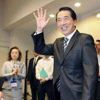 Kickoff: Prime Minister Naoto Kan waves to supporters while his wife, Nobuko, looks on during a meeting Sept. 1 in Tokyo at the start of the Democratic Party of Japan presidential race. | KYODO PHOTO