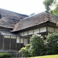 Turn of the century luxury: Kakushokaku, a wooden, one-story house Tomitaro Hara built in 1902, boasts floor space of 950 sq. meters, including a large hall (below). Despite Hara's great fortune, the design and interior are simple and austere. | SATOKO KAWASAKI PHOTO