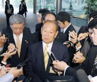 Long way from home: Okinawa Gov. Hirokazu Nakaima fields questions from reporters Tuesday during his visit to the Prime Minister's Official Residence in Tokyo. | KYODO PHOTO