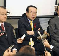 Select screening: Democratic Party of Japan members Masaharu Nakagawa (left) and Hiroshi Nakai (center) of the Lower House Budget Committee and Takeshi Maeda of the Upper House Budget Committee face reporters' questions Monday after viewing footage of collisions involving a Chinese trawler and two Japan Coast Guard cutters near the Senkaku Islands. | KYODO PHOTO