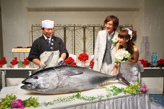 Wakayama hotel carves wedding niche with bluefin-carving service ...nn models