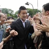 Independent rookie lawmaker Taro Yamamoto is surrounded by supporters. | KYODO