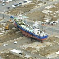 Ship beached by 3/11 tsunami to be dismantled