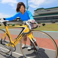 Solo run: Yuki Kurano, the only professional cyclist in Toyohashi, Aichi Prefecture, practices at the Toyohashi Velodrome on Aug. 21. | CHUNICHI SHIMBUN