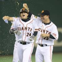 Giants' Takahashi delivers pinch-hit single in ninth to end thriller against Swallows
