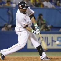 What he does best: Swallows slugger Wladimir Balentien hit two home runs on Thursday against the Giants. Tokyo Yakult beat Yomiuri 8-3. | KYODO
