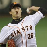 Impressive: Giants southpaw Tetsuya Utsumi tosses 7 1/3 scoreless innings on Tuesday at Tokyo Dome. Yomiuri beat the Hanshin Tigers 4-0. | KYODO