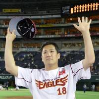Fan favorite: Eagles hurler Masahiro Tanaka salutes the crowd after winning his NPB record 23rd consecutive decision on Friday at Yafuoku Dome. Tohoku Rakuten beat Fukuoka Softbank 11-6. | KYODO