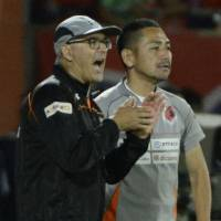 Yesterday's man: Zdenko Verdenik (left) was fired as Omiya Ardija manager on Sunday after overseeing five straight losses. | KYODO