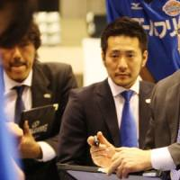 Shown the door: Osaka Evessa president Motofumi Iguchi (right) has been dismissed due to disputes with company officials over the team's business plans. | COURTESY PHOTO