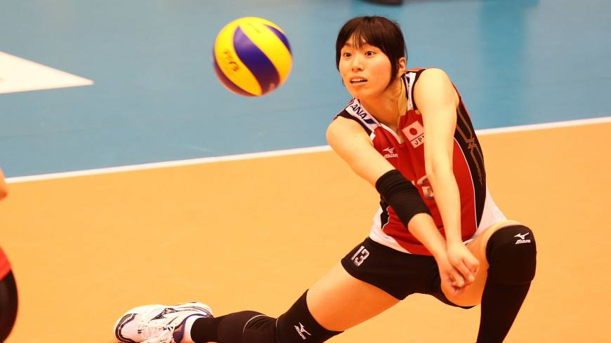 Total concentration: Japan's Risa Shinnabe prepares to dig the ball against Bulgaria in the FIVB World Grand Prix on Friday in Sendai.