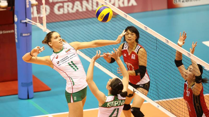 Offensive preparation: Bulgaria's Hristina Ruseva (11) and Lora Kitipova team up against Japan on Friday in the FIVB World Grand Prix in Sendai. Bulgaria beat Japan 3-0 (25-23, 25-32, 31-29).