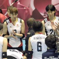 Pep talk: Japan coach Masayoshi Manabe speaks to his players during Friday's match against Serbia. | KYODO