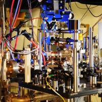 New clock using atoms trapped by lasers boosts accuracy by factor of 10
