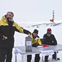 Alfresco polling booth: Allan Cooney, leader of the Australian-managed Casey Station in Antarctica, casts his ballot on Aug. 20 ahead of the nation's Sept. 7 election. | AFP-JIJI