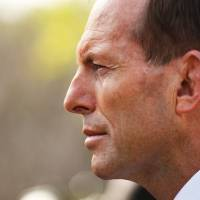 Abbott visits Jakarta for refugee talks