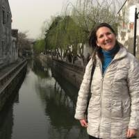 Encountering Chinese characters: Kanji Clinic columnist Mary Sisk Noguchi, who loved foreign travel, takes a visit to China. | PHOTO COURTESY OF MITSUNORI NOGUCHI