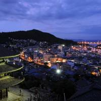 Onomichi city as seen from the Senkoji Temple hillside. | PHOTO BY SATOKO KAWASAKI