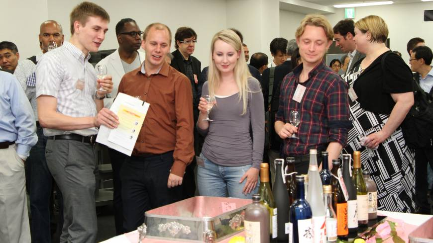 The first sake seminar targeting foreign residents of Japan is held in the Ikebukuro area of Tokyo in June.