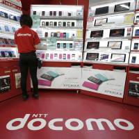 DoCoMo to market iPhone to win back Softbank clients