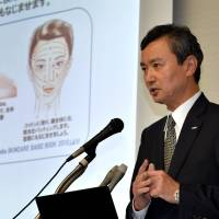 Ritual apology: Kanebo President Masumi Natsusaka apologizes for a skin-whitening fiasco that has been blamed for leaving thousands of people with blotchy skin, at a news conference in Tokyo on Wednesday. | AFP-JIJI