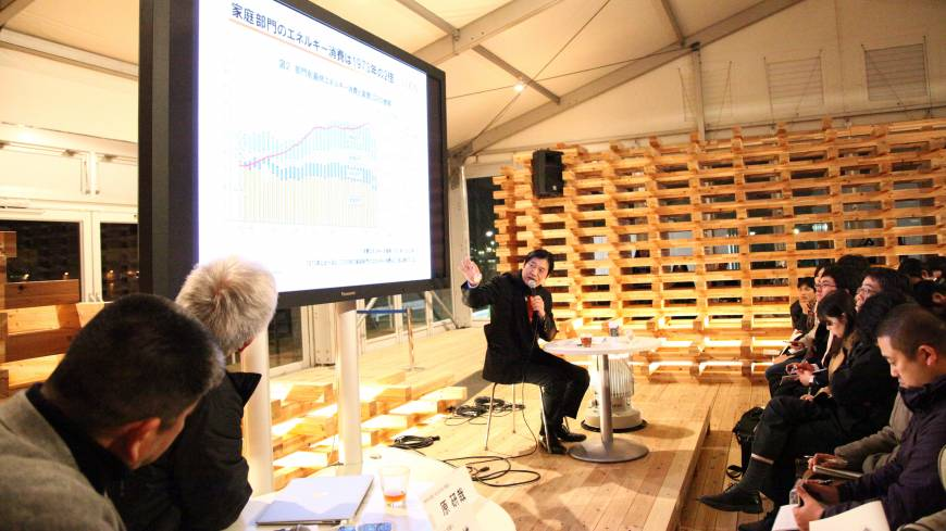 Yoshiaki Fujimori, the CEO of LIXIL, speaks at a talk session during the House Vision 2013 Tokyo Exhibition in March.